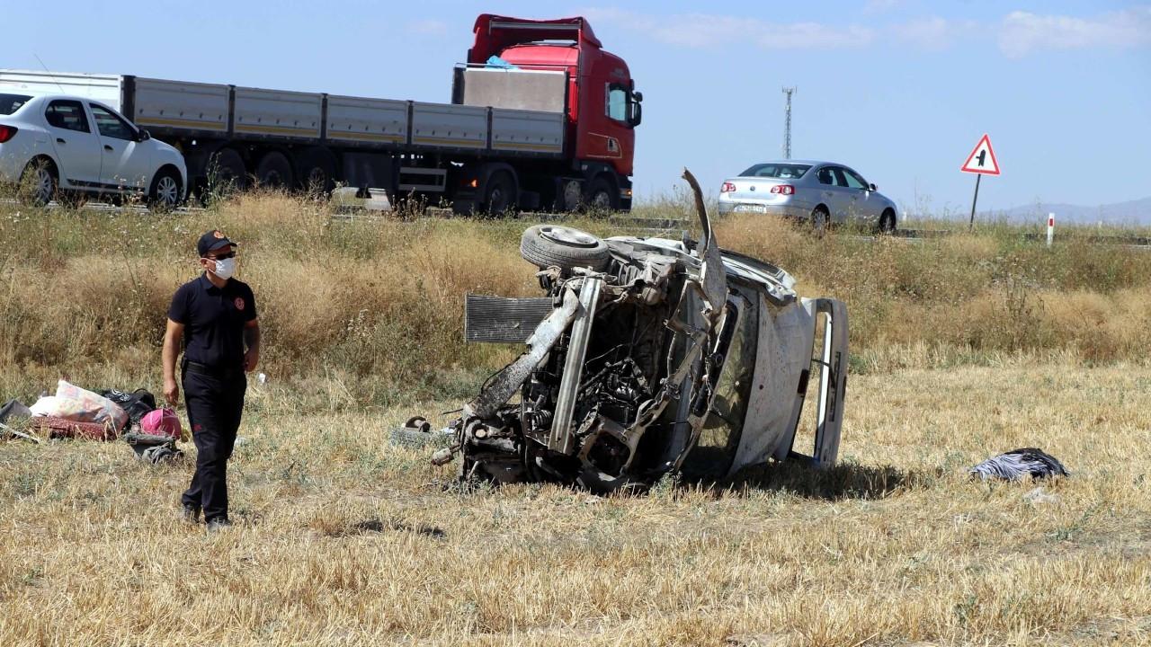 Kayseri'de hafif ticari araç şarampole devrildi: 4 ölü, 10 yaralı