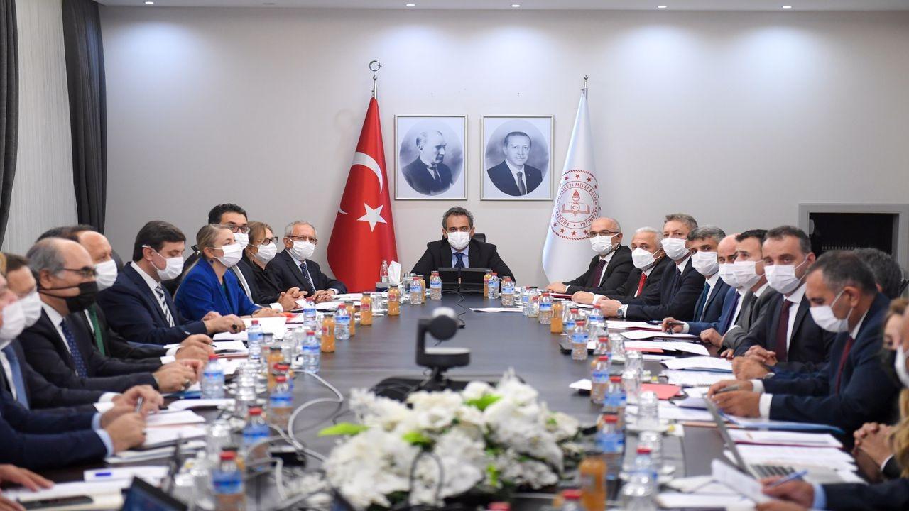 Bakan Mahmut Özer: Maske, mesafe ve hijyenden taviz verilmeyecek