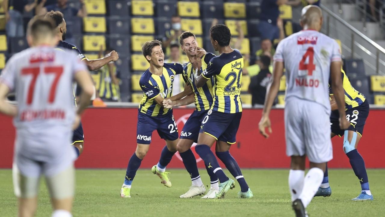 Fenerbahçe son dakikalarda bulduğu gollerle kazandı