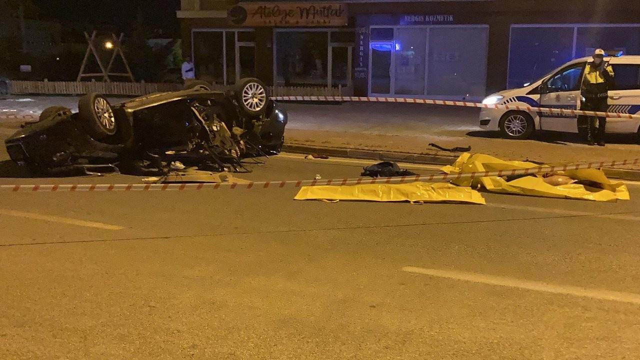 Otomobil takla attı, 3 genç öldü