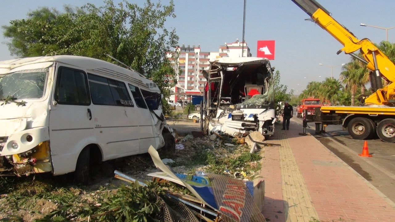 Mersin'de yolcu otobüsü şarampole devrildi: 37 yaralı