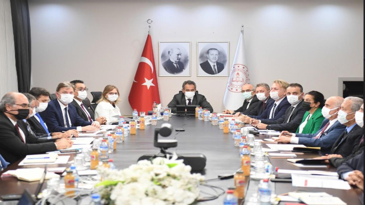 Milli Eğitim Bakanı Özer'den İstanbul toplantısı: Öğrencileri karşılamaya hazırız