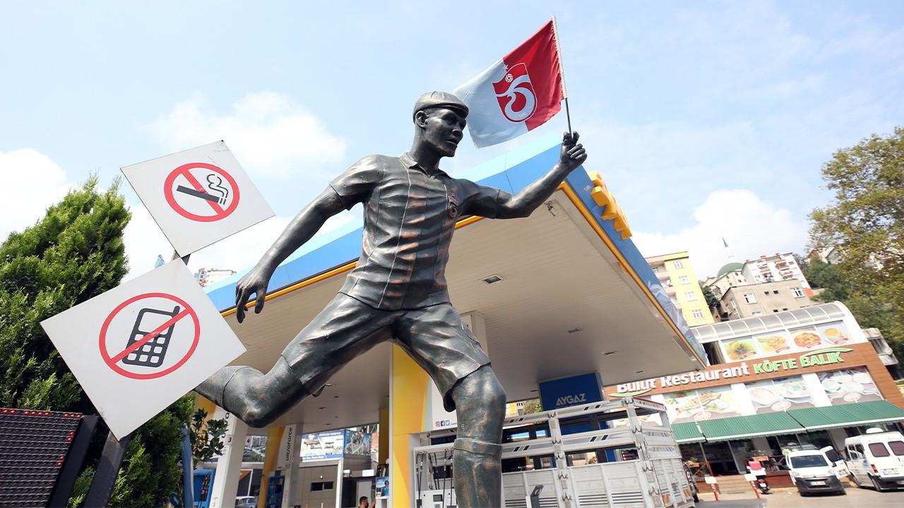 Trabzonsporlu bir taraftar Nwakaeme'nin heykelini dikti