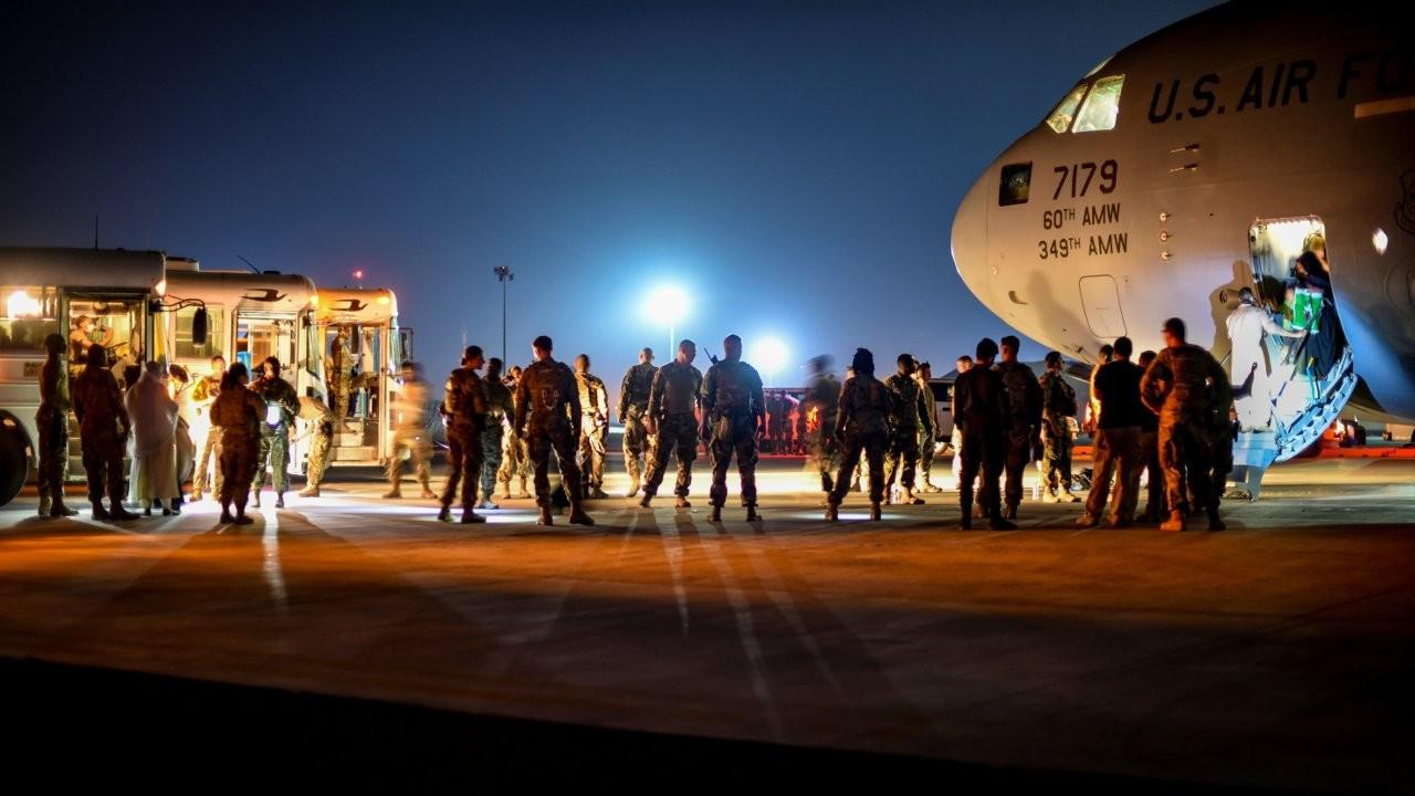 Kabil Havalimanı'nda IŞİD saldırısı uyarısı: 'Bölgeyi terk edin'