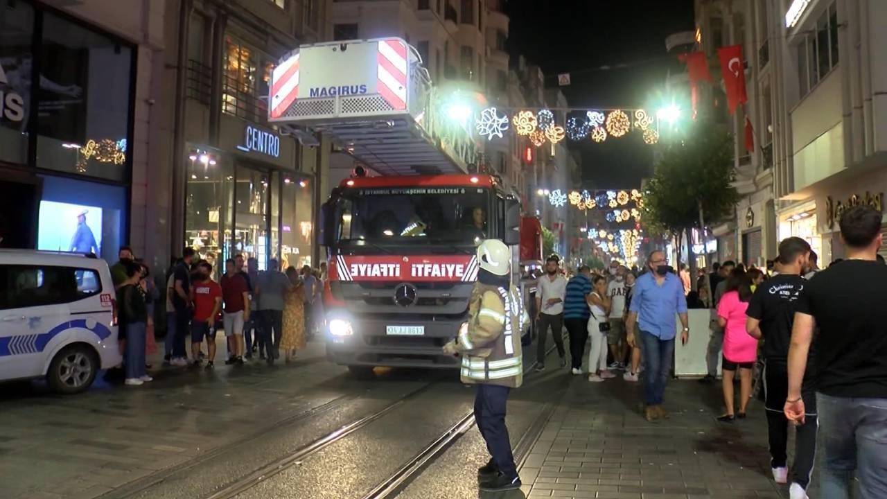 Beyoğlu'ndaki bir otelde çıkan yangın söndürüldü
