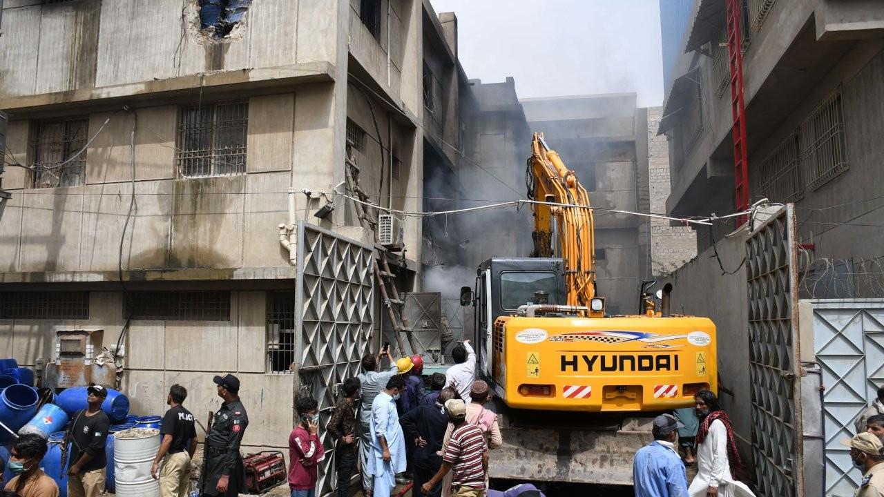 Pakistan'da fabrika yangını: En az 16 kişi öldü