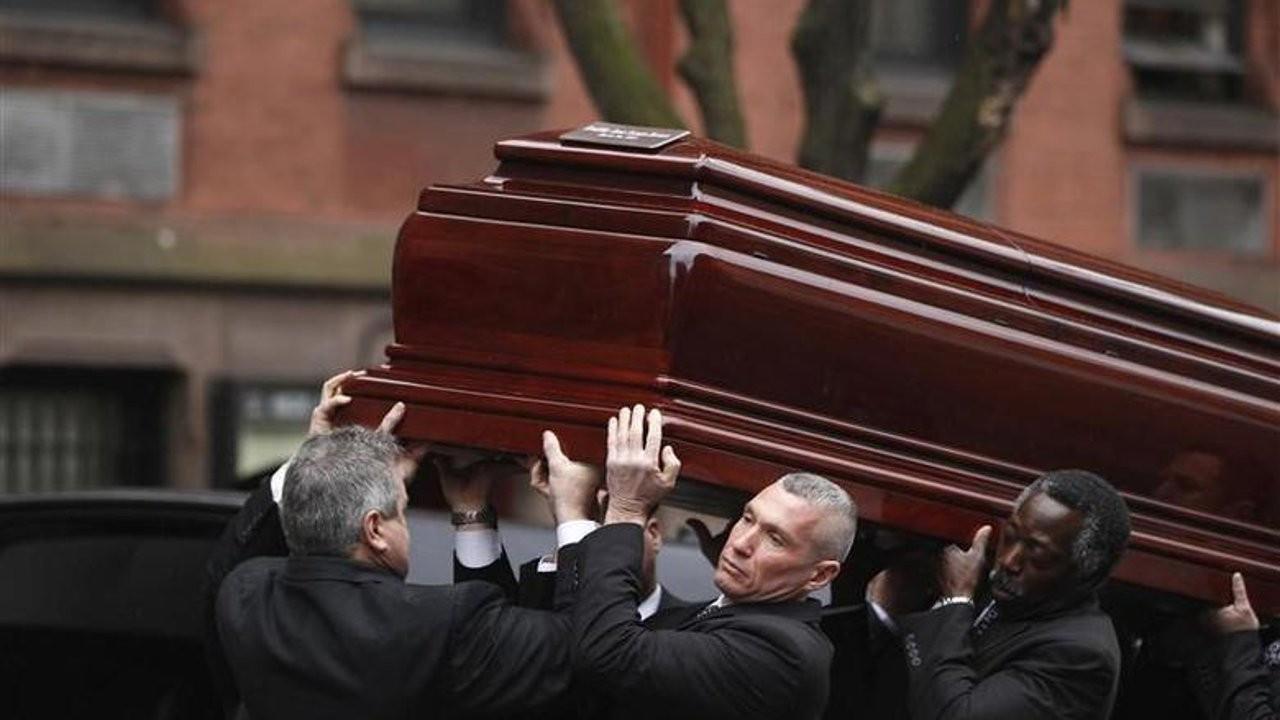 Açık tabuttan ölünün mücevherlerini çalan cenaze hırsızı yakalandı
