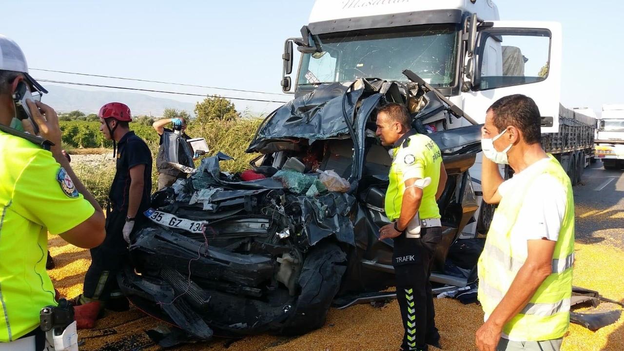Manisa'da TIR 4 araca çarptı: 3 ölü, 5 yaralı