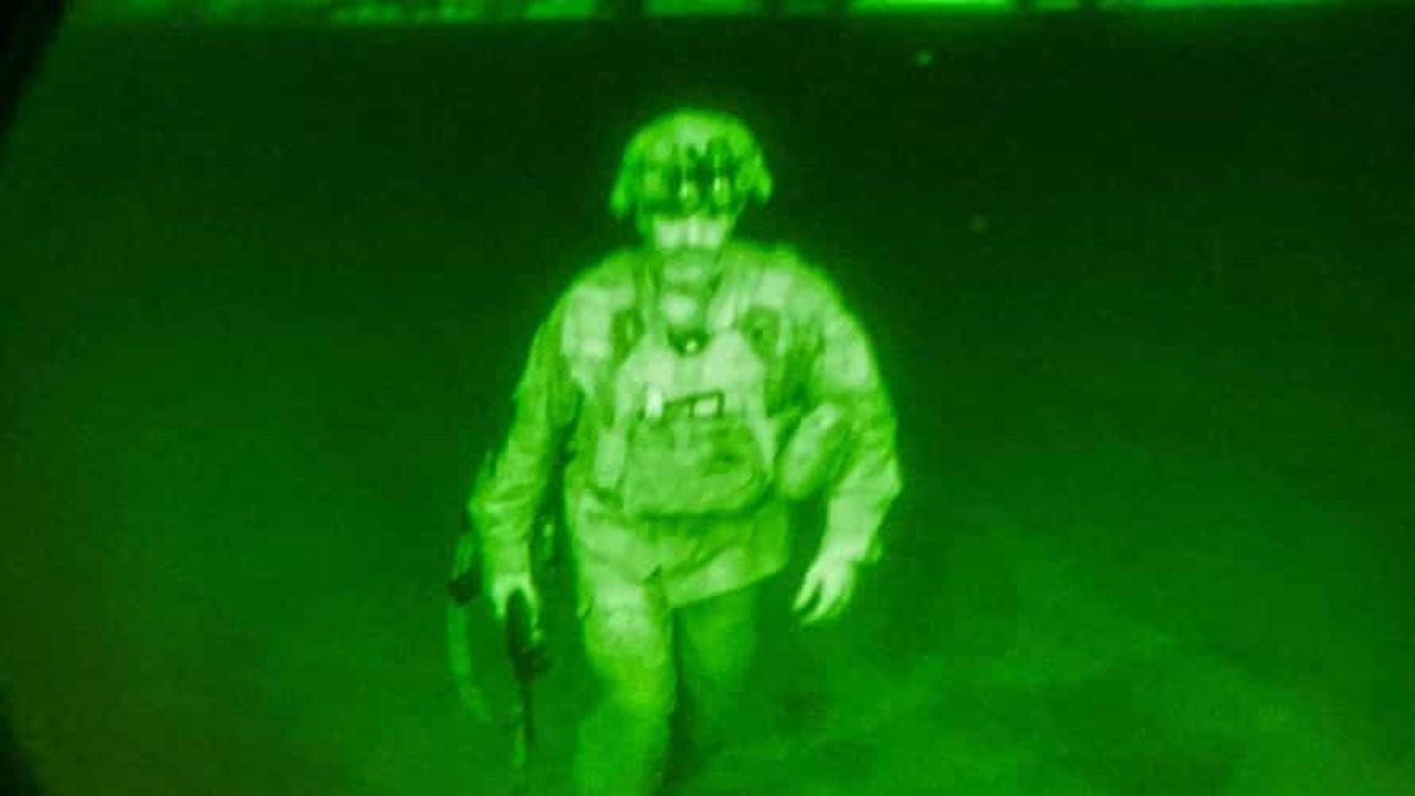 İşgalin kaotik sonunun simgesi: Afganistan'ı terk eden son ABD askeri