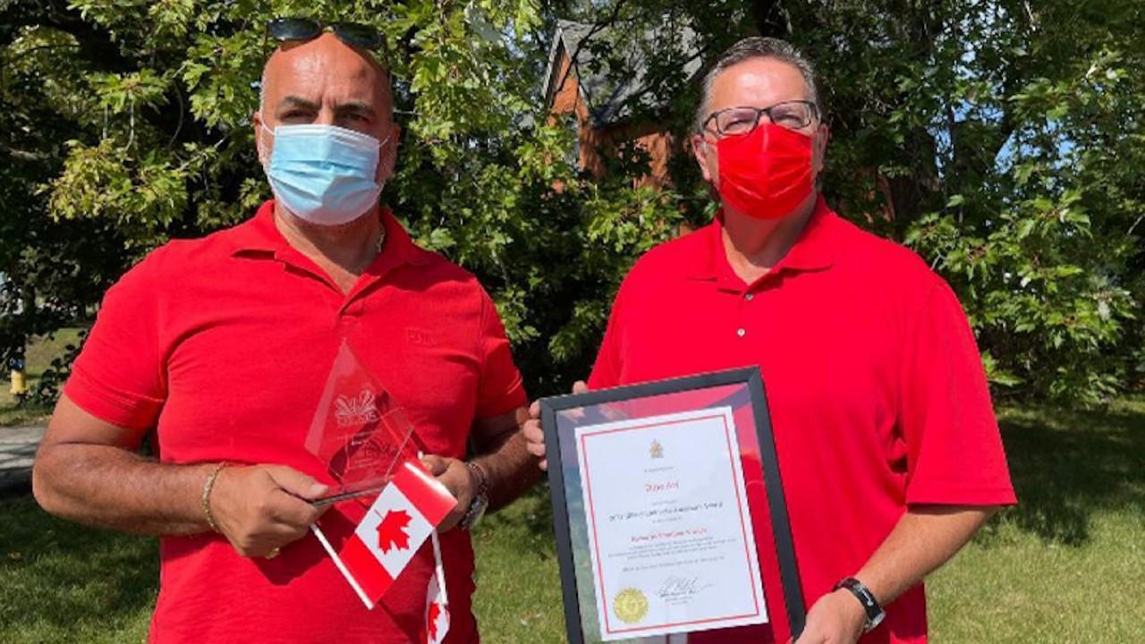Kanada'dapizzacı Zeynel Arı'ya ödül: Selahattin Demirtaş'a adıyorum