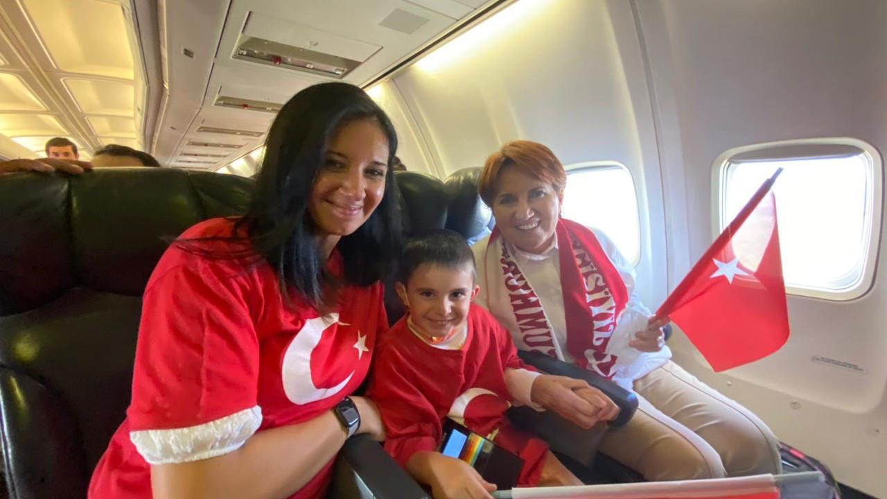 Meral Akşener voleybolculara  destek için Sırbistan'da