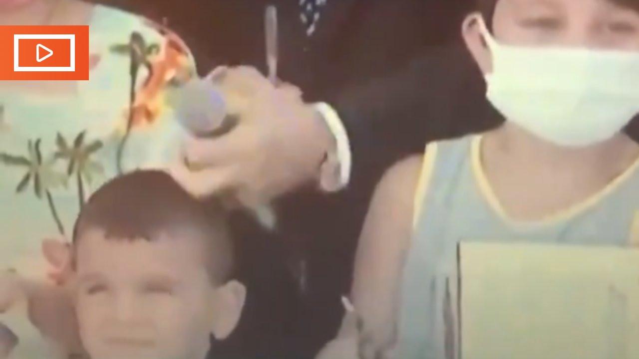 Erdoğan çocukla kafasına vurarak konuştu