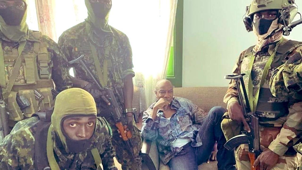 Gine'de darbe iddiası: Cumhurbaşkanı tutuklandı