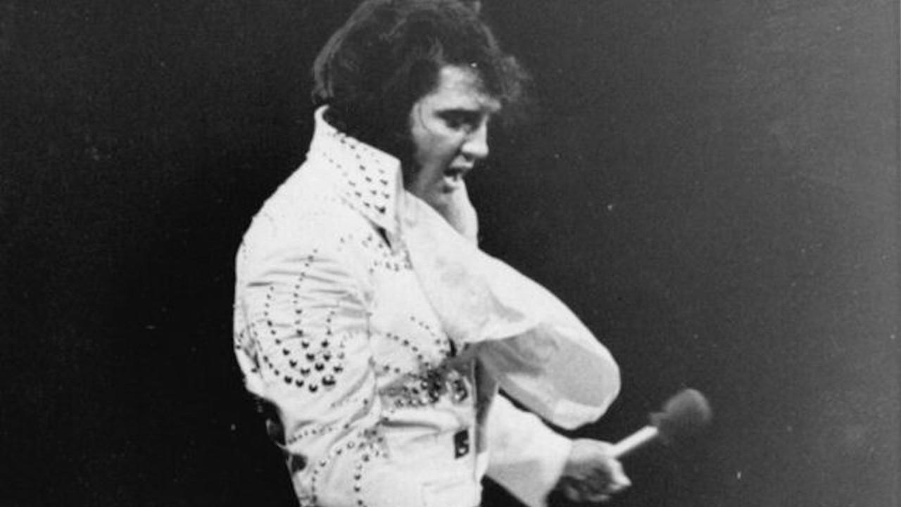 Elvis Presley'in ikonik kostümü 1 milyon dolara satıldı