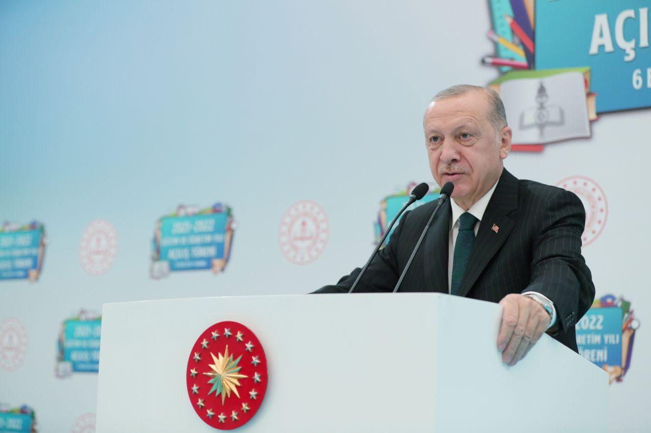 Erdoğan sınıfları dolaştı, tahtaya yazı yazdı - Sayfa 2
