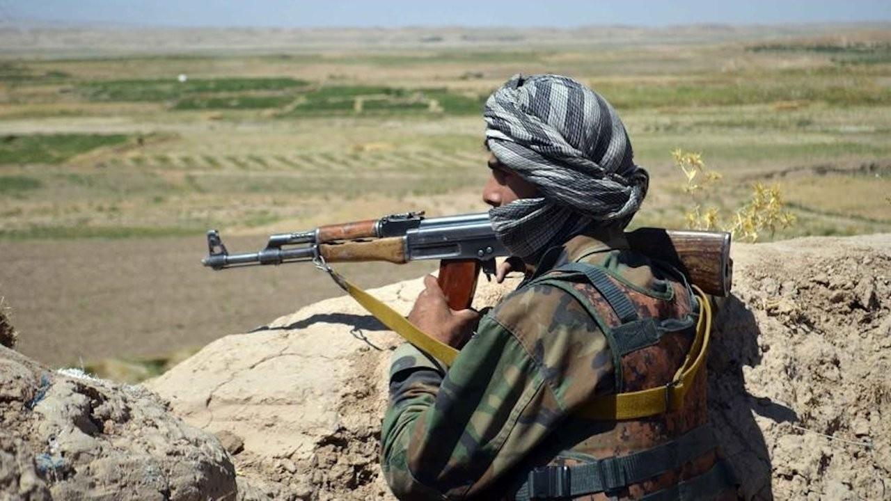 Taliban aracına bombalı saldırı