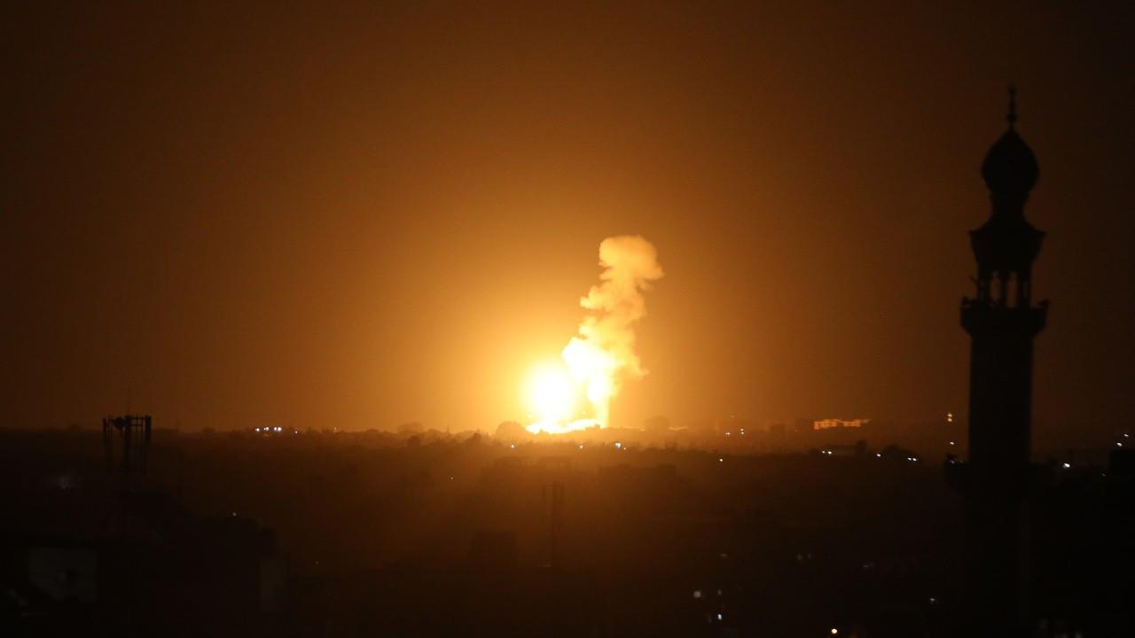 İsrail uçakları Gazze'yi bombaladı