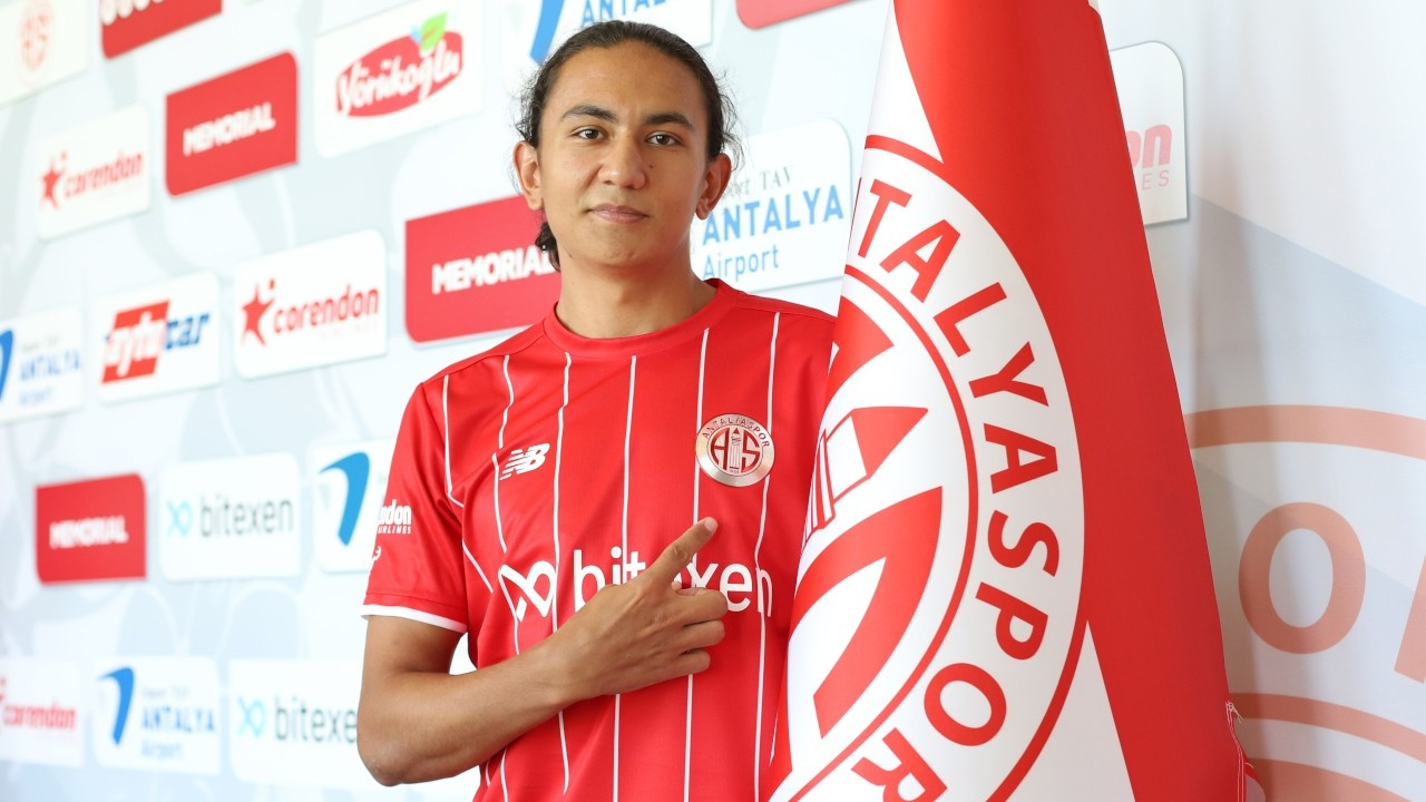Antalyaspor, genç futbolcu Berat Onur Pınar'ı transfer etti