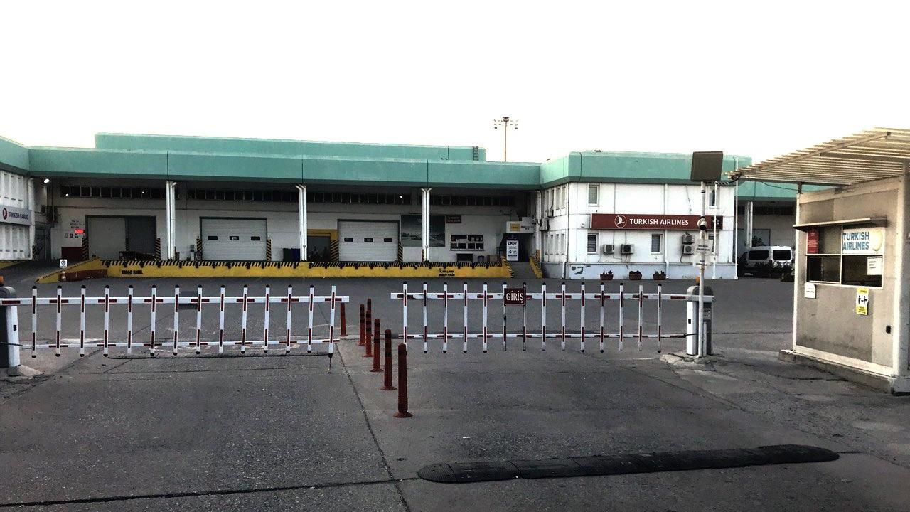 Adana Havalimanı'nda klima ünitesi patladı, 2 işçi yaralandı