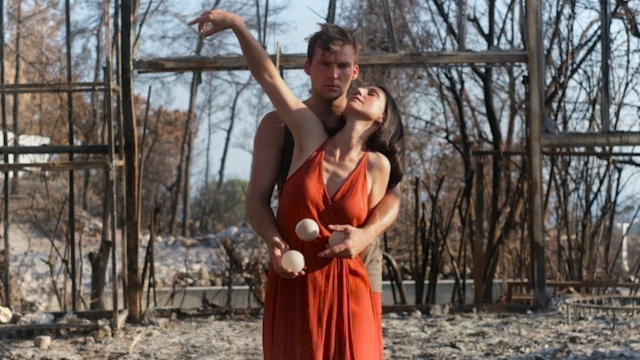 Manavgat yangınında küle dönen sanatevine dansla veda ettiler
