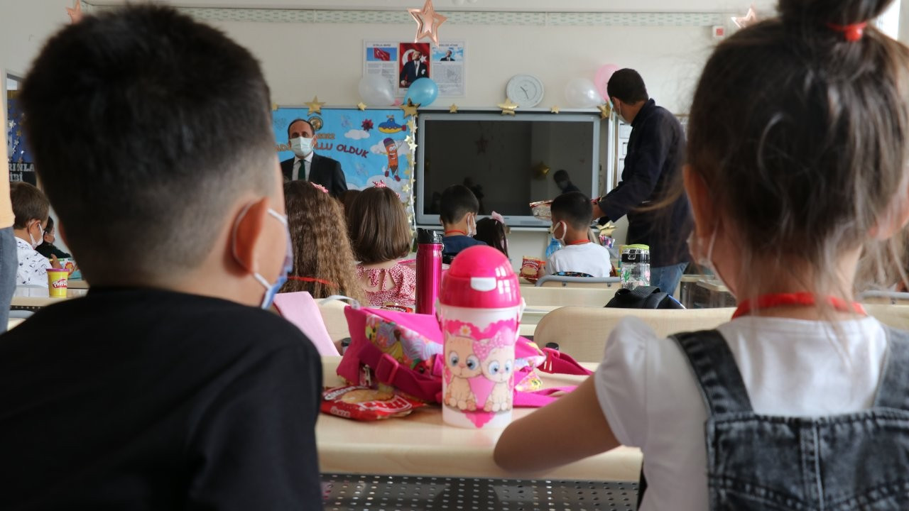 'Alınmayan önlemler nedeniyle okullarda salgın yayılımı artıyor'