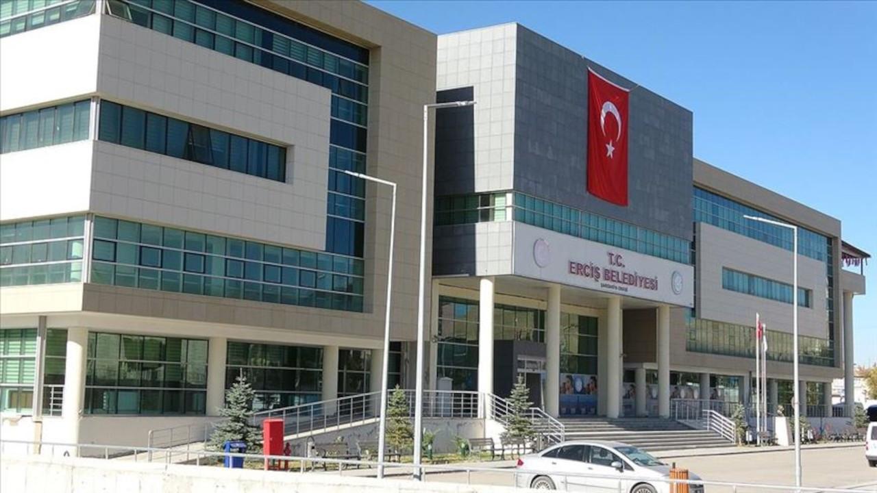 Erciş'te çöpleri toplamayan kayyım CİMER'e de yanlış bilgi verdi