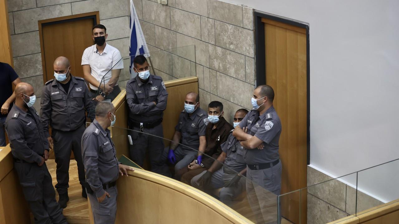 İsrail cezaevinden kaçan 4 Filistinli mahkemeye çıkarıldı