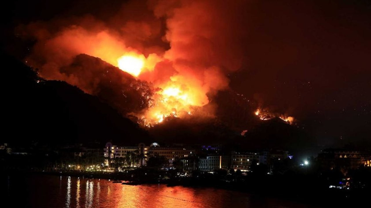 Marmaris'te yangından 5 gün sonra otel için ÇED raporu verilmiş