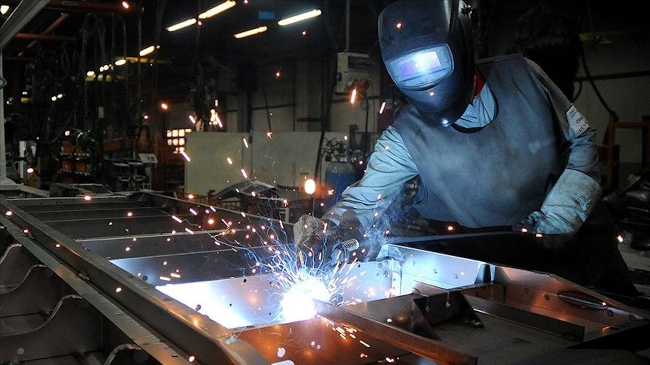 Sanayi üretimi düşüşe geçti, istihdam 287 bin kişi azaldı