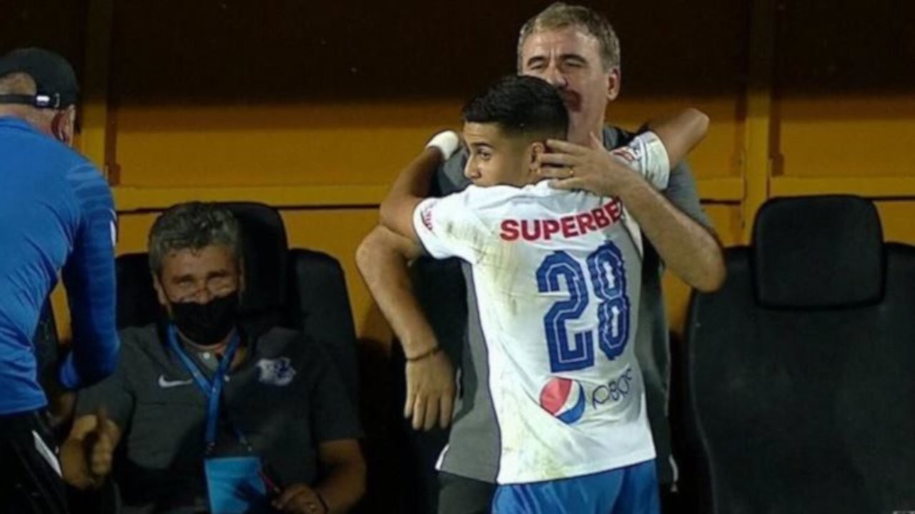 Enes Sali, Romanya liginde gol atan en genç futbolcu oldu