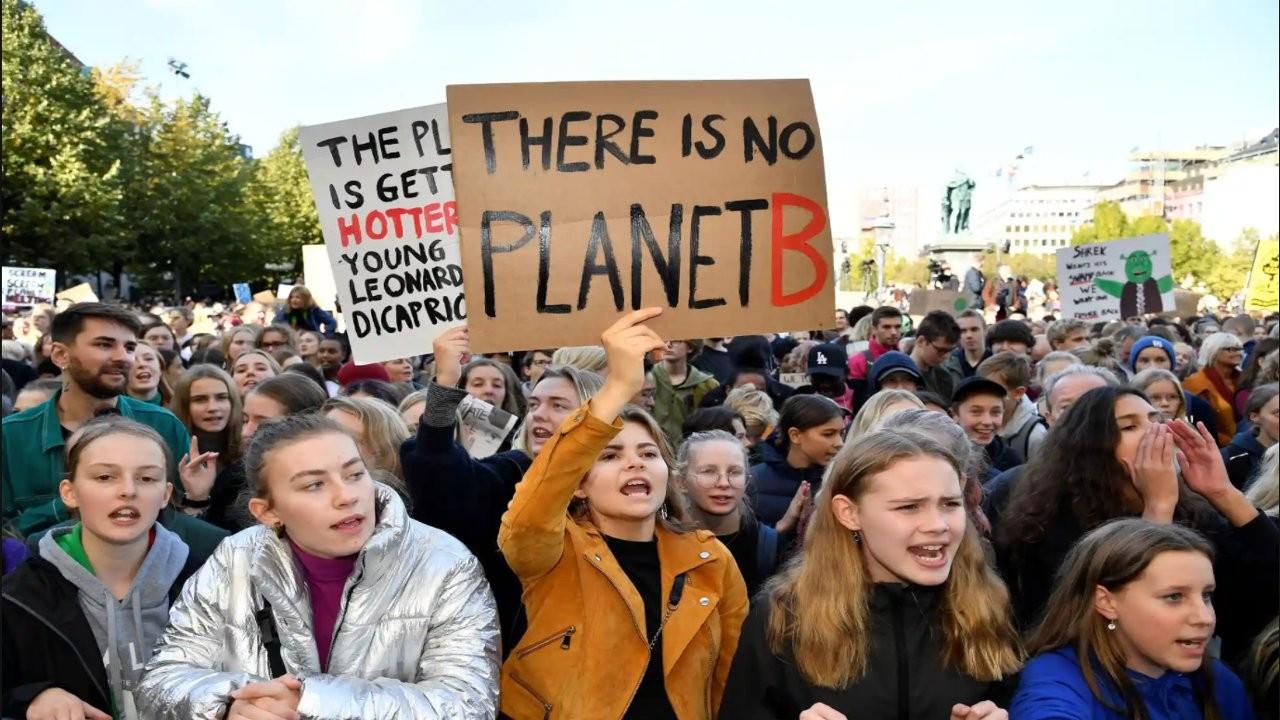 Araştırma: Gençler insanlığın geleceği konusunda endişeli