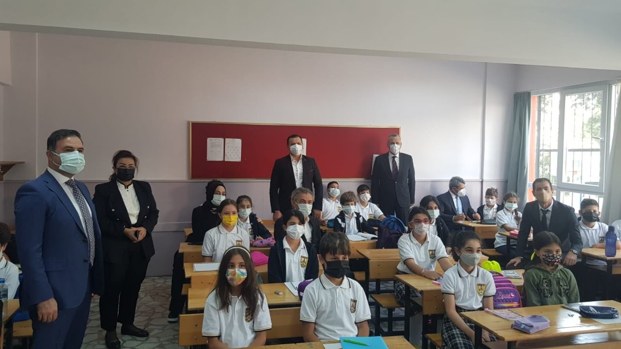 Kaymakamın AK Parti ilçe başkanıyla okul ziyaretine tepki