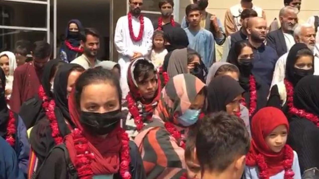 Afganistan kadın futbol takımı Pakistan'a gitti