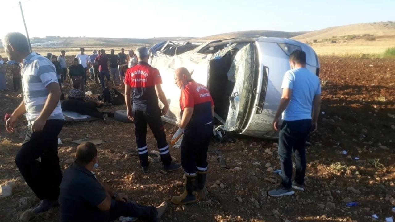 Mardin'de minibüs şarampole devrildi: 10 yaralı