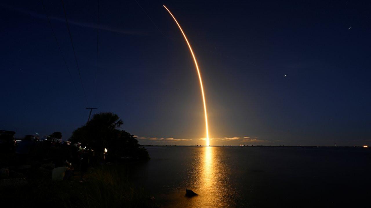 Dört uzay turisti yörüngeye fırlatıldı: Tamamen ticari ilk uçuş
