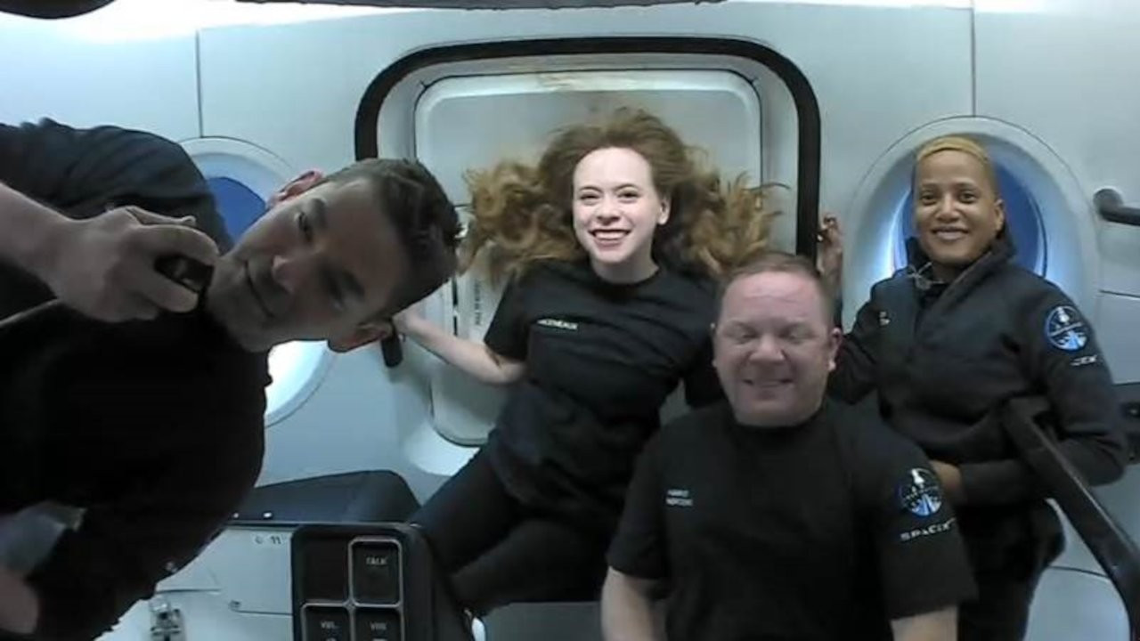 Uzay turistlerinden ilk fotoğraflar: Dünya yörüngesinde 15 tur atıldı
