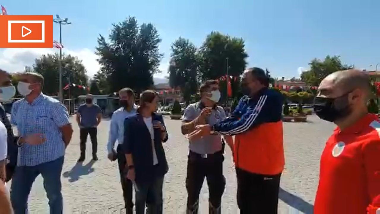 Malatya'da sporcular belediye binası önünde eylem yaptı