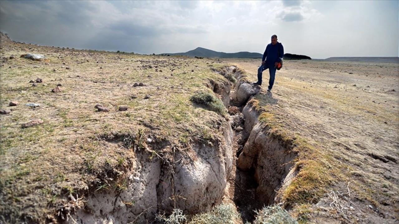 AFAD açıkladı: Konya'da yarıklar su çekilmesi yüzünden