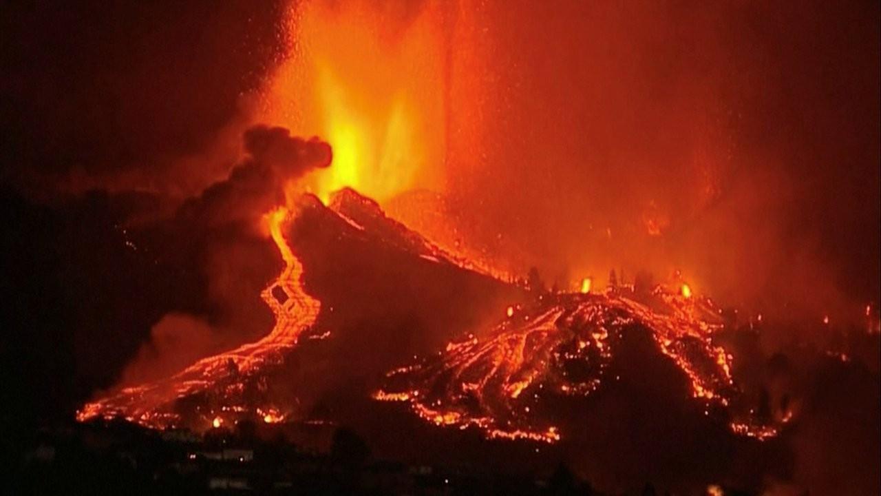 22 binden fazla deprem sonrası patlayan volkandan kareler