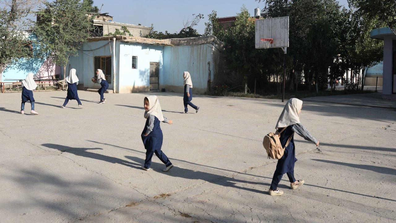 Taliban: Kız öğrencilerin okula dönmesine izin verilecek