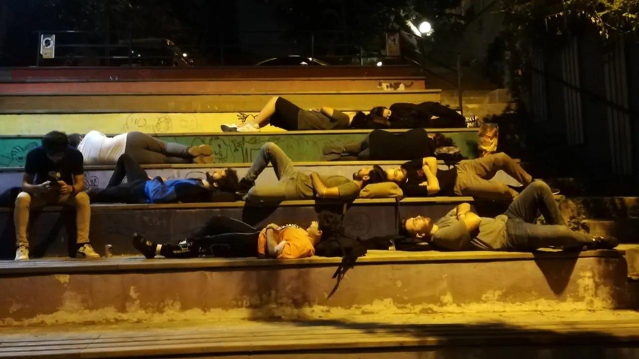 'Barınamıyoruz' diyen öğrenciler 11 kentte sabahlayacak