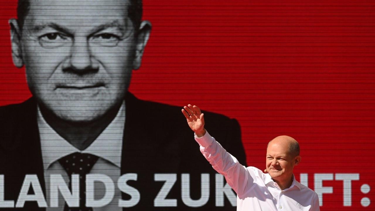 Olaf Scholz: Almanya'da SPD'yi 15 yıl sonra anketlerde birinci sıraya taşıyan başbakan adayı
