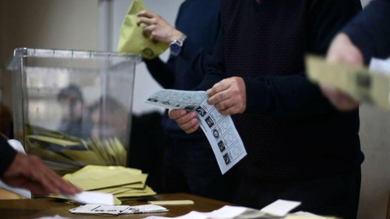 Yöneylem anketi: AK Parti bir ayda 3 puan kaybetti