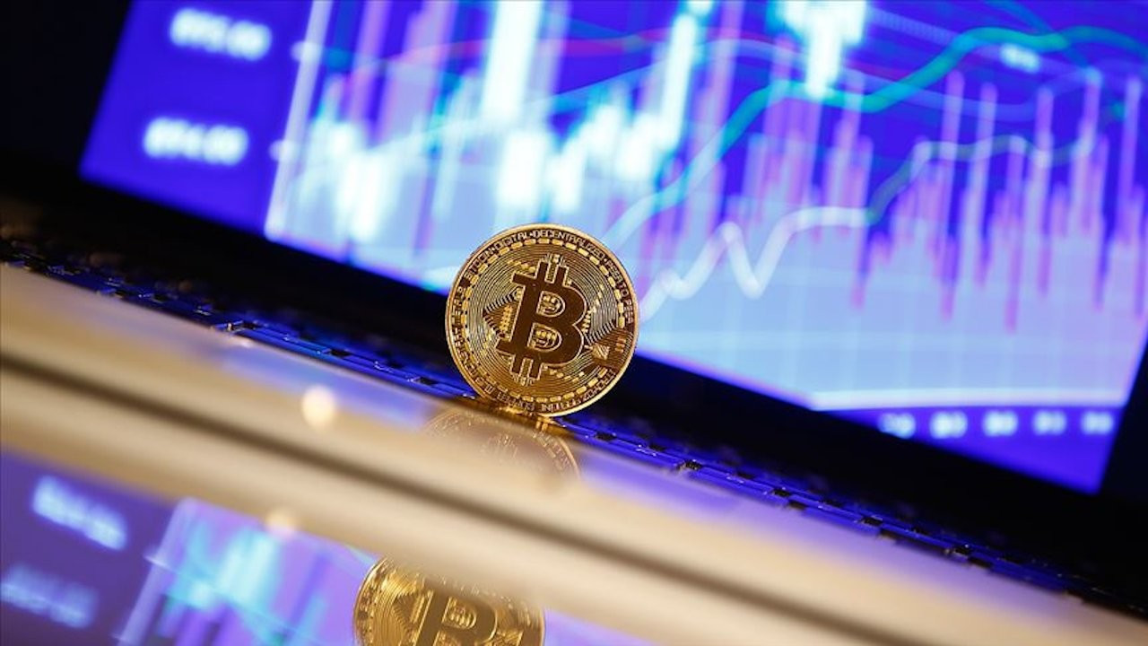 Bitcoin'e çifte darbe: Tepetaklak