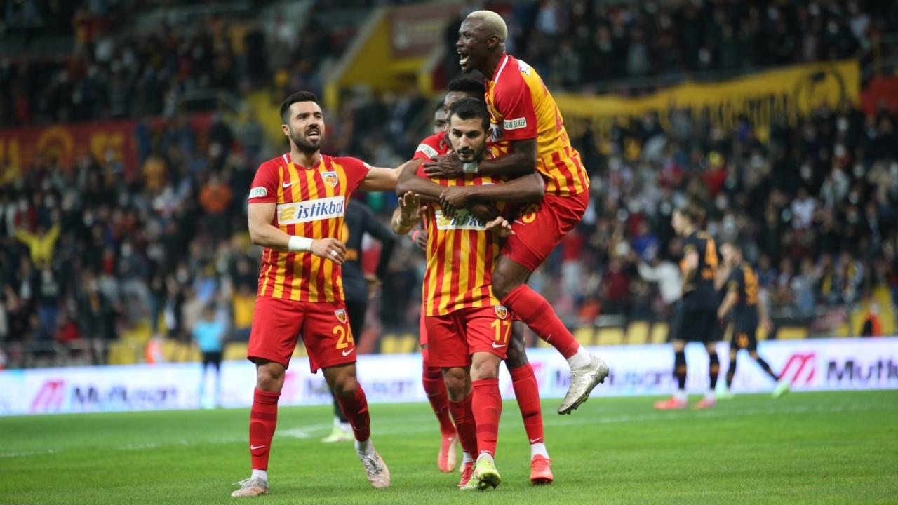 Kayserispor Galatasaray'ı 3 golle geçti
