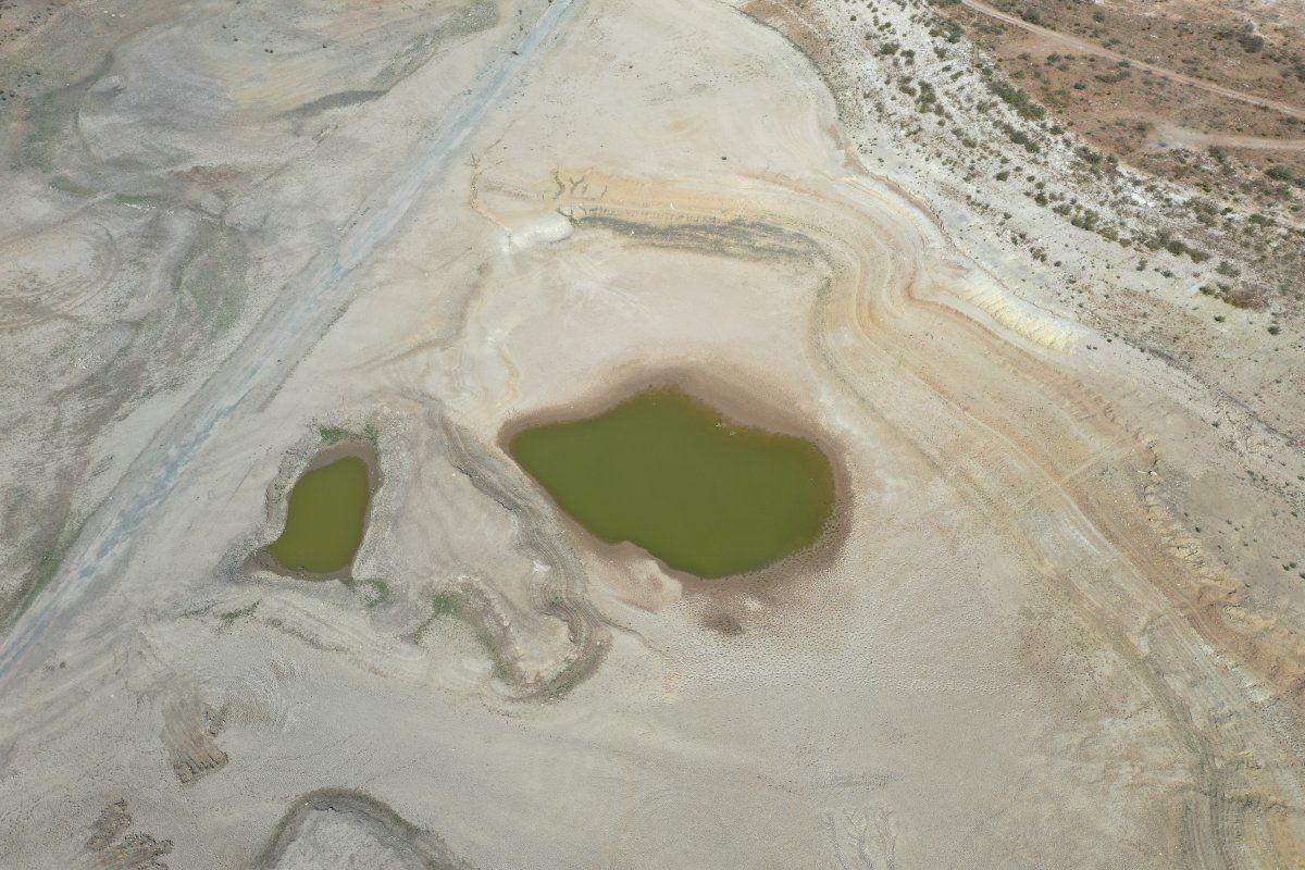 Bodrum'un su kaynağı Mumcular Barajı kurudu: Eski fabrika ve kara yolu ortaya çıktı - Sayfa 1