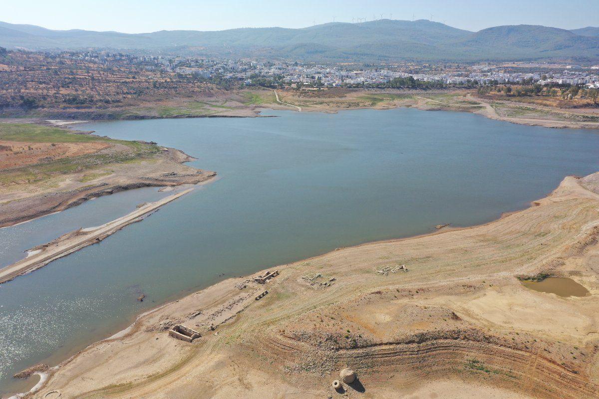 Bodrum'un su kaynağı Mumcular Barajı kurudu: Eski fabrika ve kara yolu ortaya çıktı - Sayfa 2
