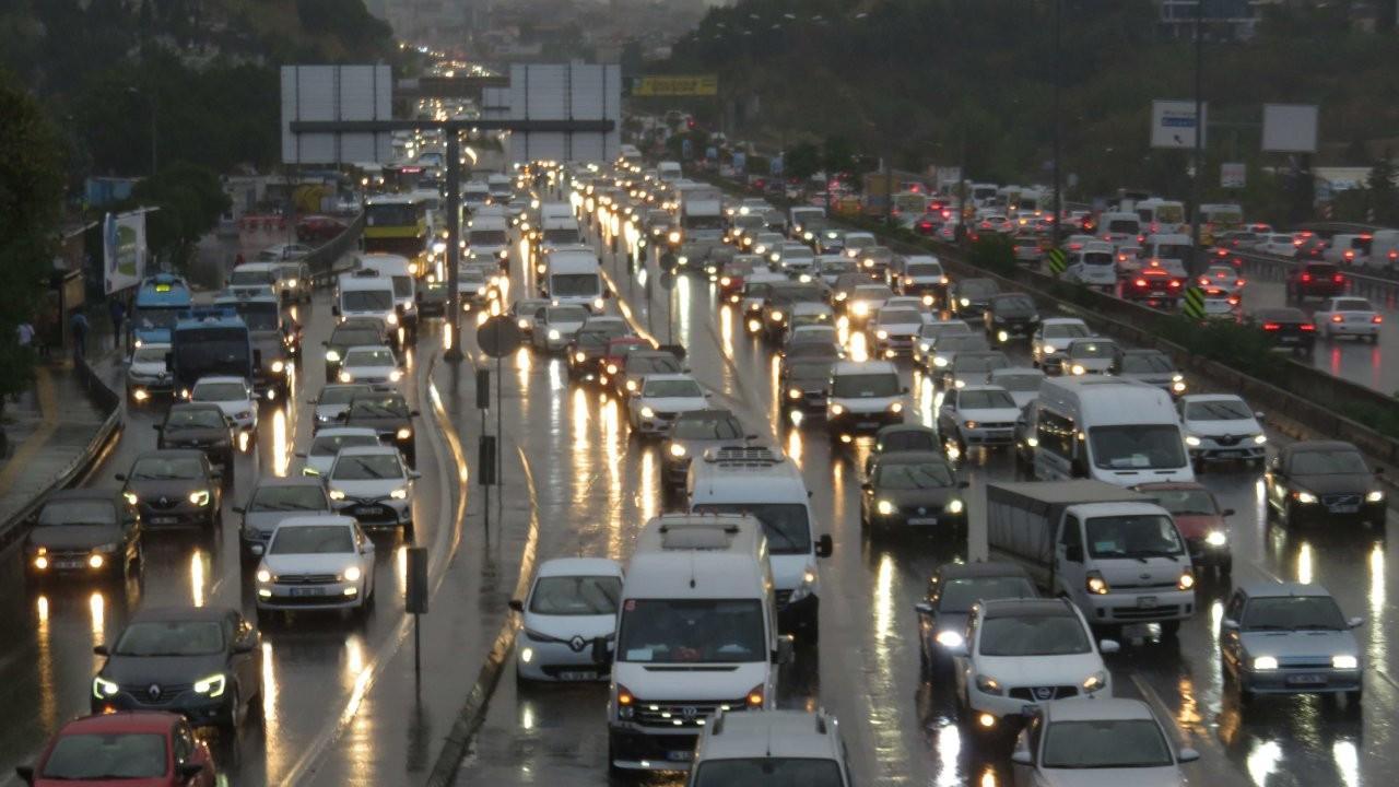İstanbul'da sağanak trafiği artırdı