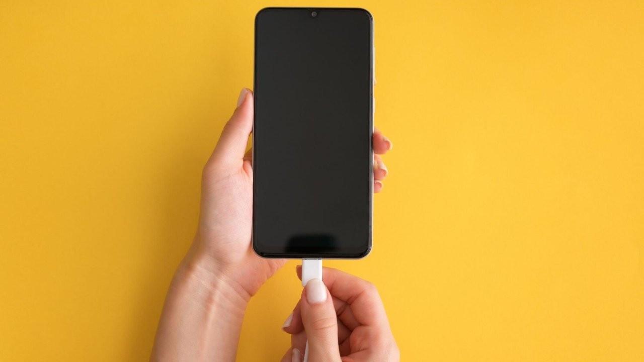 AB'de akıllı telefonlara tek tip şarj teklifi