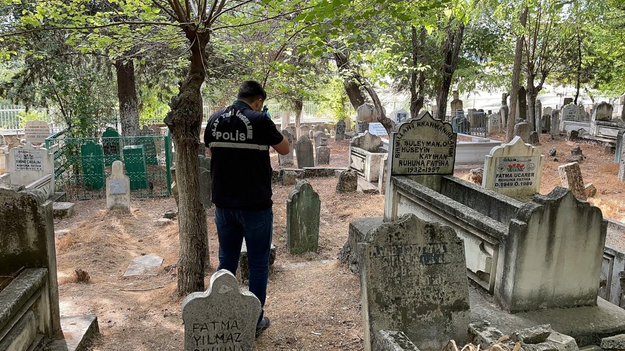 Mezarlıkta toprağa yarı gömülü bulunan bebek tedavi altına alındı